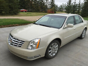 2011 Cadillac DTS Platinum Sedan