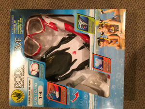 Brand new size 1-4 snorkel set.