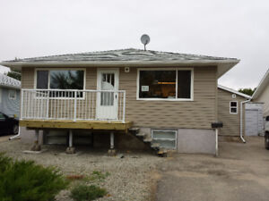 3 bedroom main floor NW Moose Jaw