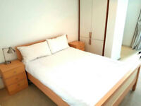 ! HUGE AND BRIGHT DOUBLE ROOM AVAILABLE NOW! - Mile end station - zone 2
