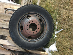 Truck wheel with tire