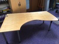 Kinnarps large corner desk with curve