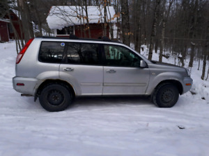 2005 Nissan X-Trail SE For parts or fix it
