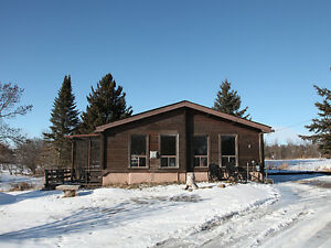 87 River St, Seagrave - Log Bungalow on 8.3 Acres