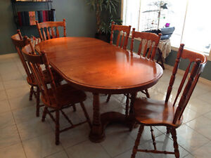 Kitchen Table & 6 Chairs (Solid Maple)  OPEN TO OFFERS