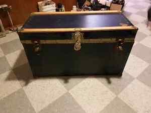 Steamer Trunk. Vintage  GUC