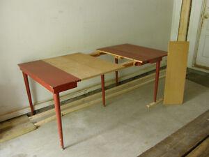 Table antique a 5 pattes