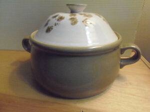 Hearthside Ovenproof Casserole Dish with Lid: Perfect Condition! London Ontario image 1