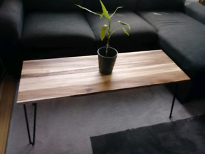 BELLE TABLE DE SALON DE STYLE RUSTIQUE  EN BOIS D'ACACIA