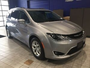 2017 Chrysler Pacifica Touring-L  Touring L W\DVD, BlindSpot, De
