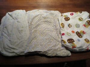 Draps bassinette (3) et draps housses imperméables (2)