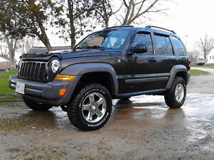 mint lifted 2005 jeep liberty for sale or trade!