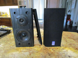 Cerwin-Vega Small Bookshelf Speakers- Excellent Condition