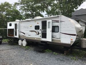 2012 COACHMEN CATALINA DELUXE EDITION 32BHDS