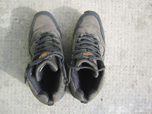 Little used ladies shoes in good condition