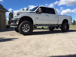 2011 Ford F-250 Lariat lifted London Ontario image 1