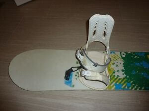 STILL AVAILABLE 138cm Forum Aura Snowboard and Bindings Cambridge Kitchener Area image 2