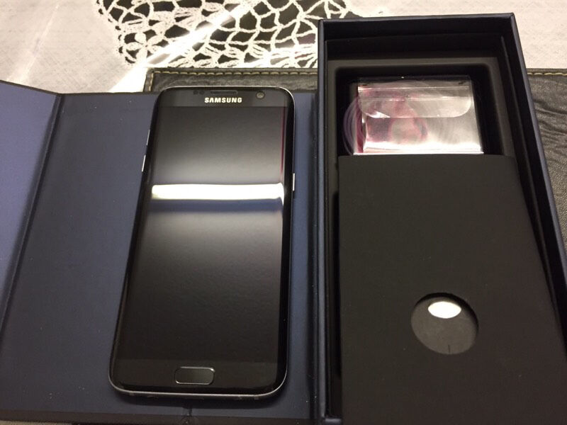 Samsung S7 edge black on EE 32gb next to new