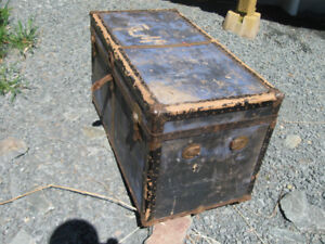 TWO ANTIQUE TRUNKS.  * * * (35 FOR BOTH OF THEM) * *  *