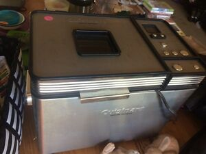 Bread maker barely used worth 180$
