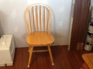 4 chaises de cuisine en bois