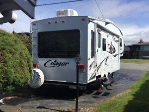 New price Fifth wheel 2010 cougar 244RLS.immaculate many extras