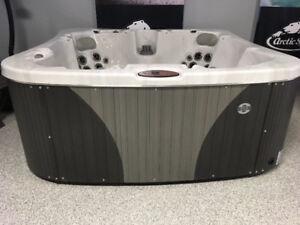 2018 Coyote Durango Hot Tub  - Reduced Price ONLY $9,995+ tax