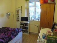 Lovely double room for single use in Chiswick