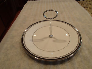 Royal Doulton - Sarabande - H5023 - Round Serving Plate w/Handle