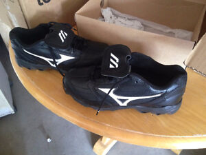 Women's Cleats (New - Size 9)