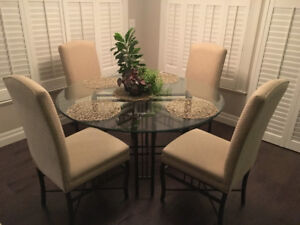 MOVING -  Glass table and 4 chairs