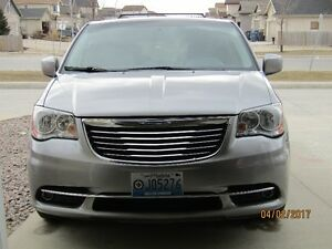 2013 Chrysler Town & Country touring 102000km Minivan, Van