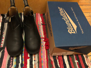 Blundstone Chisel Toe in black - size 3 AU, 6 US, barely used!