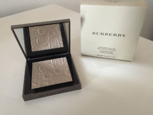 BURBERRY - THE LUMINIZER HIGHLIGHTER FOR A FLAWLESS LOOK - NEW
