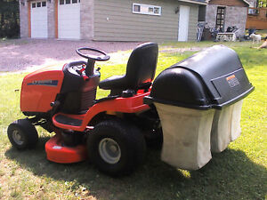 Simplicity Lawn Tractor with Triple Bagger Gatineau Ottawa / Gatineau Area image 10