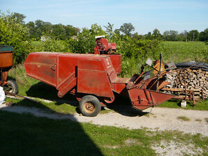 International Harvester pull type combine Model 82 Sarnia Sarnia Area image 1