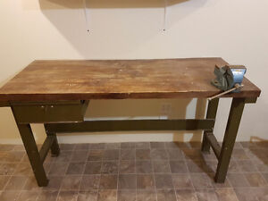 Workbench with vise