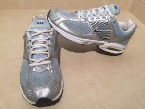 Women's Nike Zoom Max Air Running Shoes Size 10 London Ontario image 2