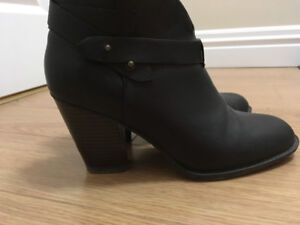 Xoxo brown boots size 10