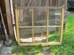 plusieurs fenêtres antiques a différent prix