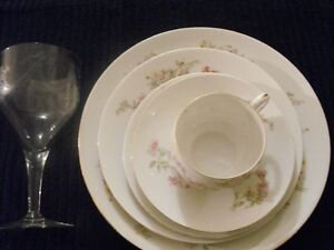 ROYAL AUSTRIA 6 - 6PCS PLACE SETTING WITH CRYSTAL WINE GLASS