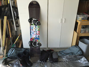 Men's Snowboard,Boots,Bindings, Girdle, and Carry case