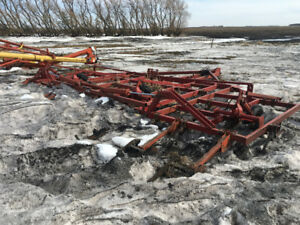 34 and 30 foot case ih vibe chisel model 4700  cultivators