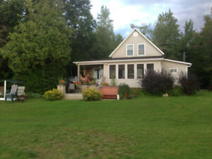 GRAND CHALET A LOUER-4 CH.-LAC ELGIN-PRES WEEDON