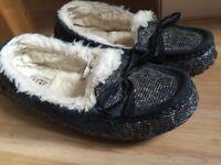 Ugg shoes size US7