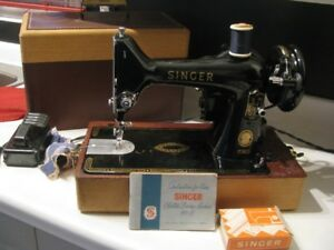 FEATHERWEIGHT 99 k SINGER SEWING MACHINE   WORKING