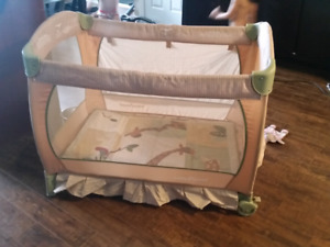 Baby Trend playpen/ play yard