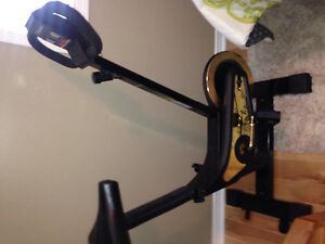 Bicycle d'exercice stationnaire, treadmill