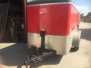 ENCLOSED TANDEM AXLE TRAILER - RED - SIZE 5 BY 10