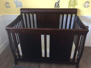 Verona 3 piece crib set with change table and dresser
